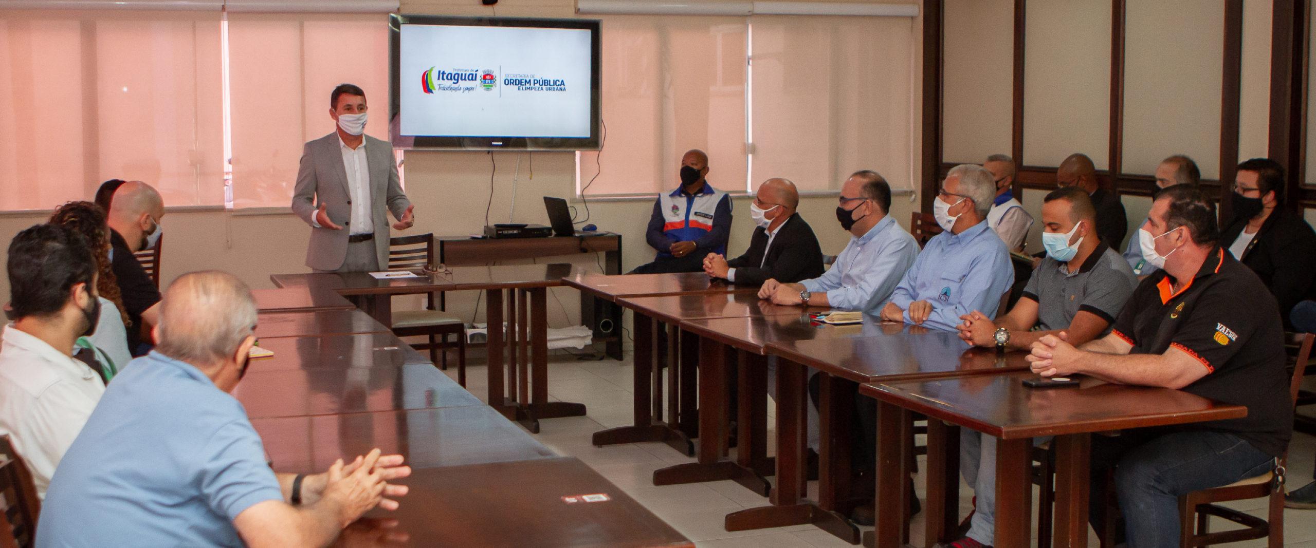 Prefeitura promove reunião entre integrantes do comércio e da indústria